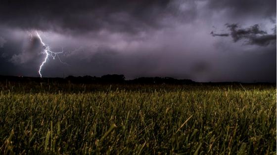 Watch Spectacular UK Lightning at Clacton-on-Sea